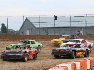 Ohsweken Speedway – Friday Night Excitement